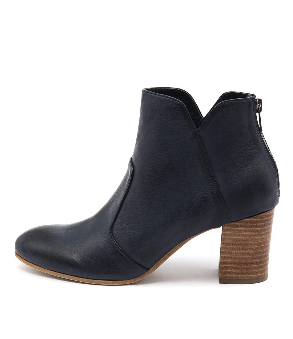 Top End Upclimb Navy Boots