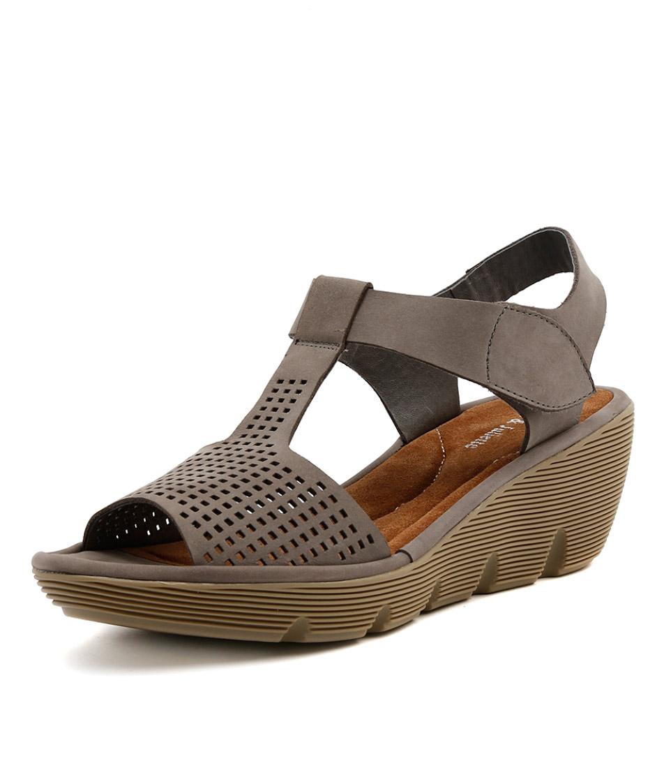New Django & Juliette Torrid Light Grey Womens Shoes Casual Sandals Heeled