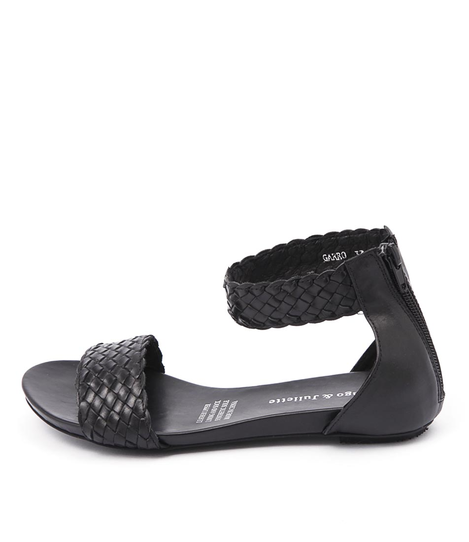 Django & Juliette Gamree Black Flat Sandals