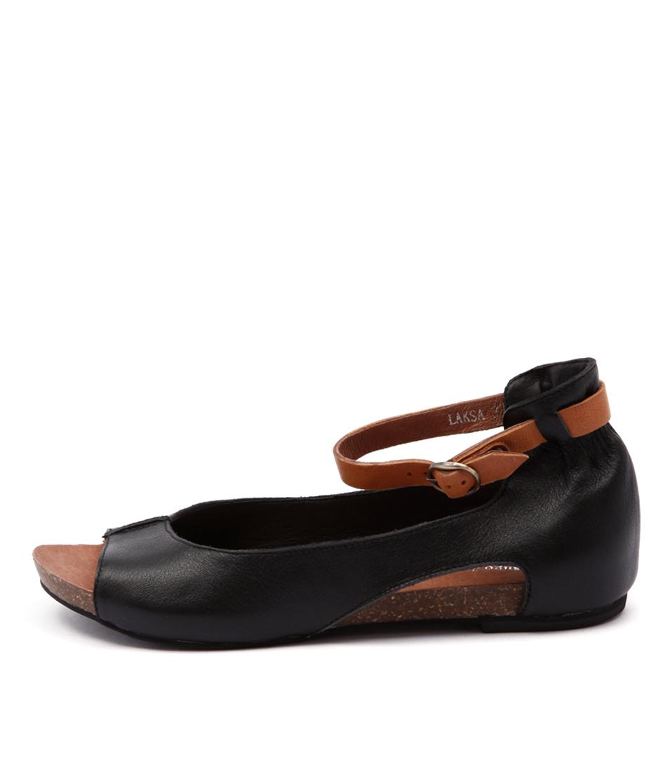 Django & Juliette Laksa Black Tan Sandals  Flat Sandals