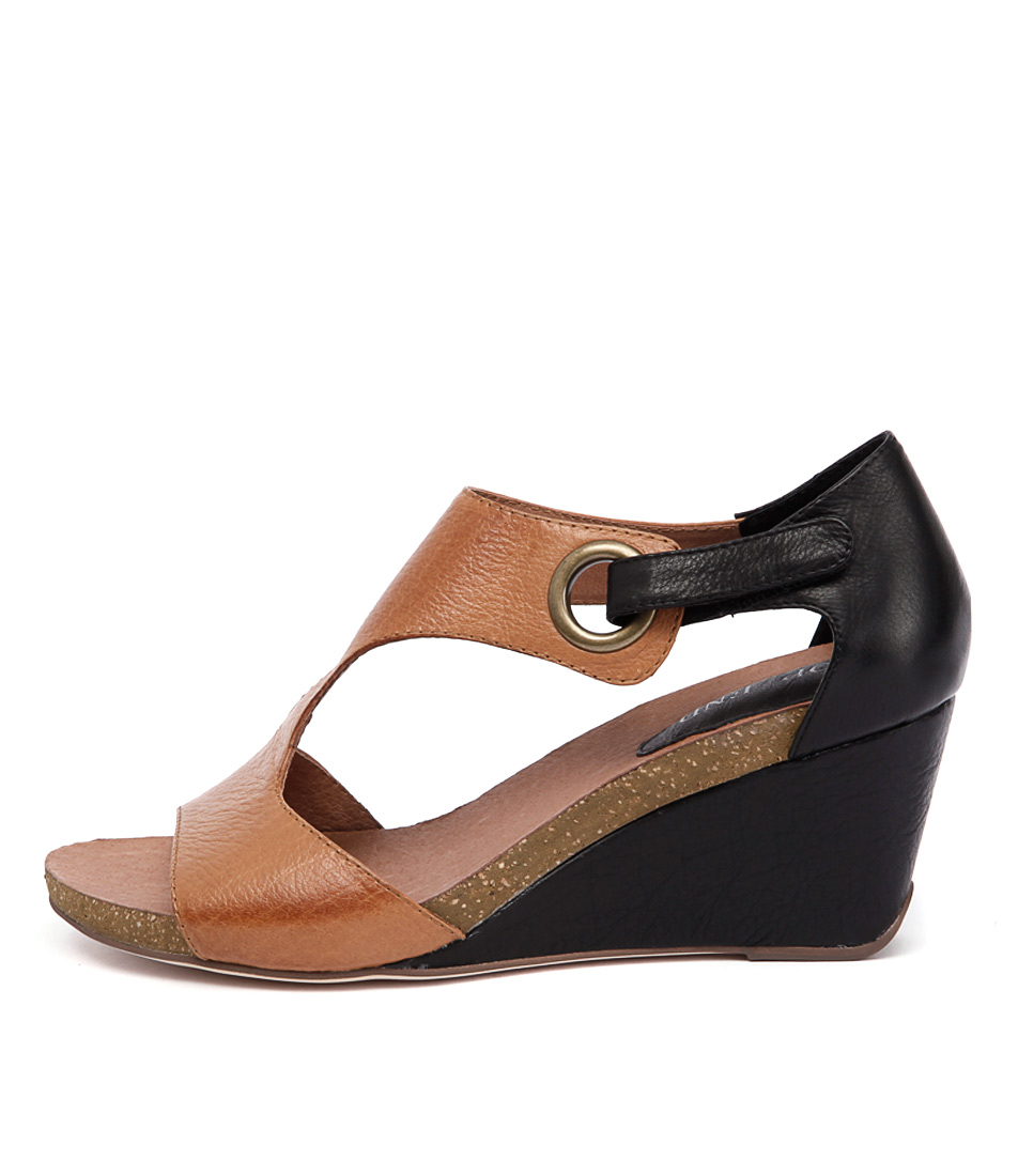 Top End Rome Tan Black Heeled Sandals